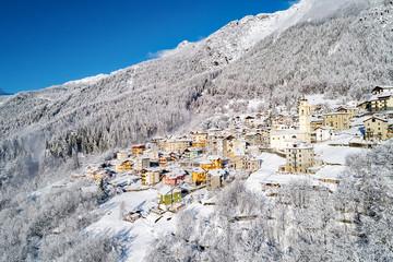 Primolo - Valmalenco (IT) - Vista aerea invernale con neve fresca