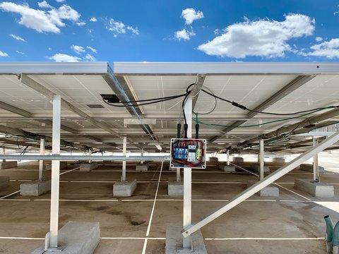 Caja de conexiones y cableado de panel solar