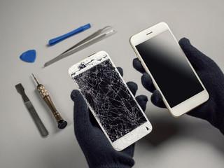 Obraz Technician prepairing to repair and replace new screen broken and cracked screen smartphone prepairing on desk - fototapety do salonu