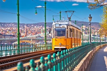 Tuinposter Boedapest Budapest Donau river waterfront historic yellow tramway view