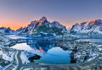 letztes Licht am Fjord am Polarkreis