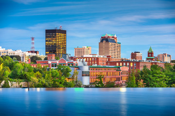 Fotomurales - Manchester, New Hampshire, USA Skyline on the Merrimack River