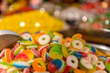słodkie, kolorowe żelki w kształacie kółek