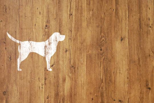板に犬のシルエット