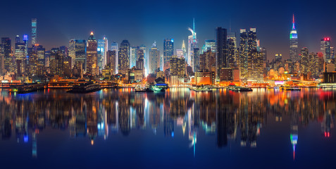 Fotomurales - Panoramic view on Manhattan at night, New York, USA