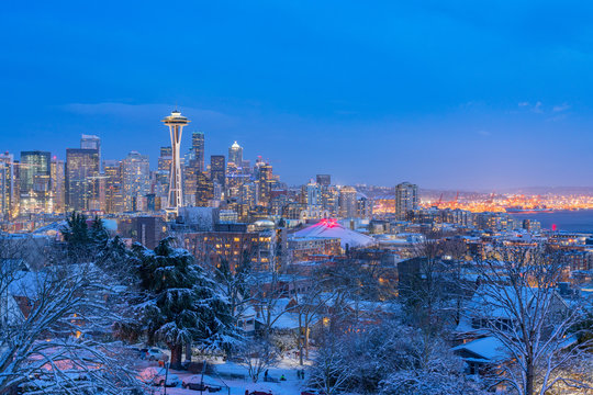 skyline of seattle in winter