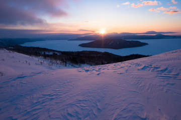 Wall Mural - 美幌峠より屈斜路湖に昇る朝日