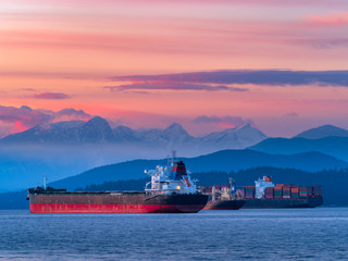 freighters stop at sunset Fototapete