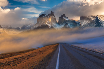 Majestic mountain landscape. National Park Torres del Paine, Chile. Fototapete