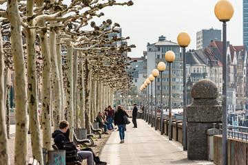 Rheinuferpromenade Düsseldorf am Rhein