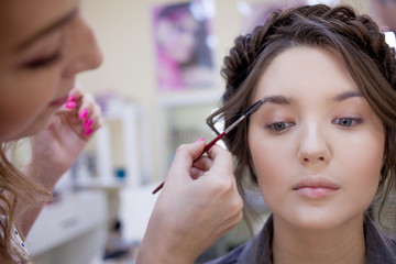 Master brow makes the procedure of courting eyebrows