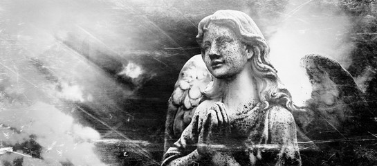 Fotomurales - angel in the sunlight (antique statue)Antique statue of an angel in sunlight against gray background. Retro styled image.