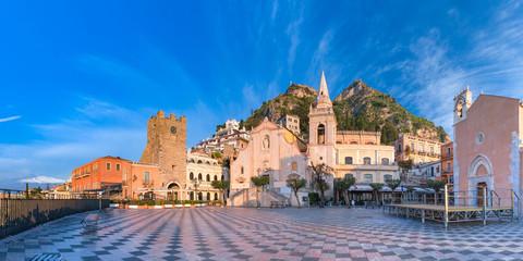 Piazza IX Aprile, Taormina, Sicily, Italy Fototapete