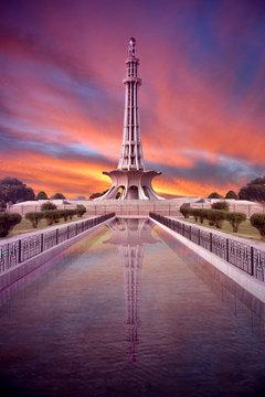 minar e pakistan with amazing sky