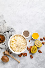 Keuken foto achterwand Bakkerij Oat flakes with fruits, nuts and honey in bowl