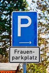 Women's parking - Frauenparkplatz