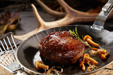 Poster de jardin Cerf Wild deer venison steak with autumn mushrooms