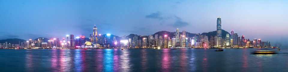 Fototapete - Panorama view of Hong Kong skyline on the evening seen from Kowloon, Hong Kong, China.