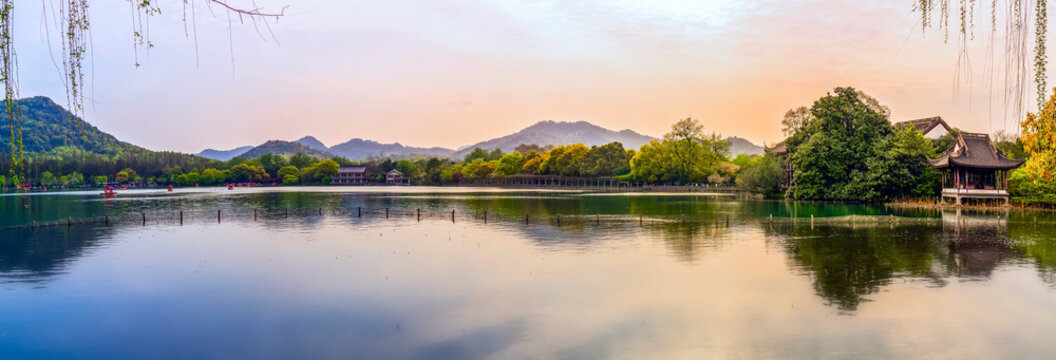 The Beautiful Landscape and Architectural Landscape of West Lake in Hangzhou..