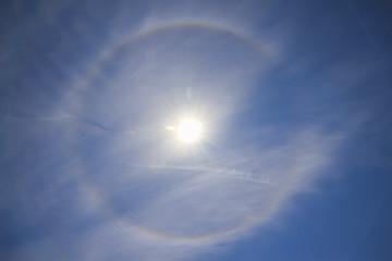 太陽とハロ