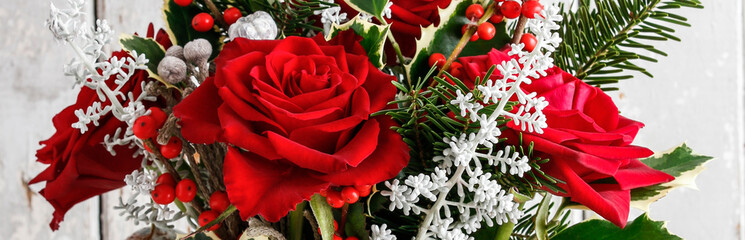 Deurstickers Bloemen Christmas floral arrangement with roses and other plants, panorama.