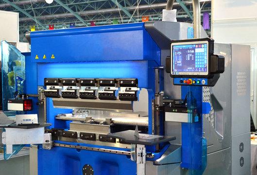 Hydraulic sheet bending machine for sheet metal bending