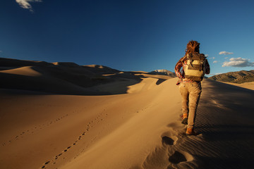 A tourist traveled through the desert