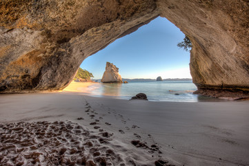 Foto auf Gartenposter Cathedral Cove View from inside the tunnel or cave at Cathedral Cove New Zealand