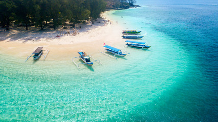 Canvas Prints Green coral Wooden boats anchored on the Gili Rengit beach