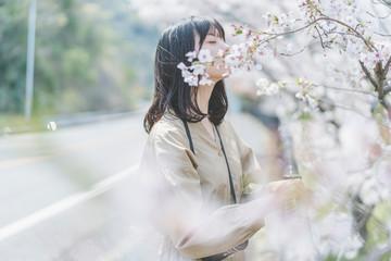 桜とカメラ女子