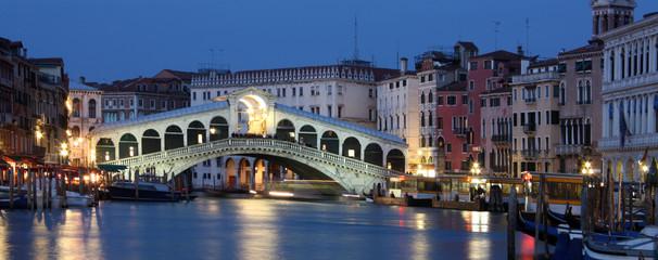 Obraz Rialto Bridge in Venice , Italy  - fototapety do salonu