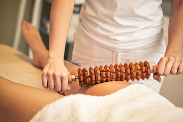 maderotherapy anticellulite massage treatment at beauty spa salon