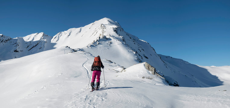 Switzerland, Bagnes, Cabane Marcel Brunet, Mont Rogneux, woman ski touring in the mountains