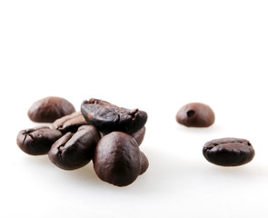 Fototapete - Roasted Coffee Beans Against White Background