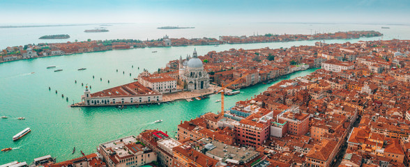 Fotomurales - Epic panoramic aerial cityscape of Venice with Santa Maria della Salute church and Rialto bridge in Veneto, Italy