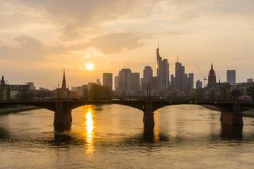 Frankfurt skyline sonnenuntergang