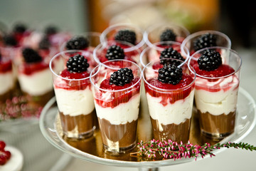 Obraz słodki catering miniporcje minishot - fototapety do salonu