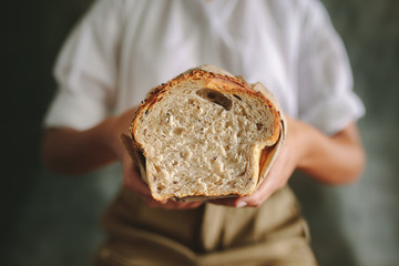 Foto auf Acrylglas Brot Female baker with fresh bread
