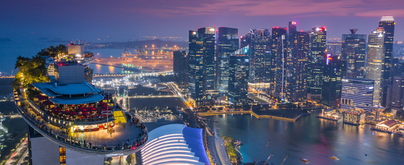 Photo sur Toile Singapoure Marina Bay Hotel Skypark Skygarden Skybar at Singapore - Spaceship