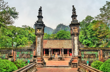Xuan Thuy temple at Hoa Lu, an ancient capital of Vietnam Fototapete