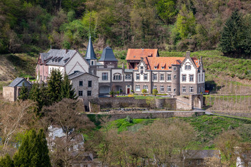 Schloss Brohleck am Tor zum Brohltal
