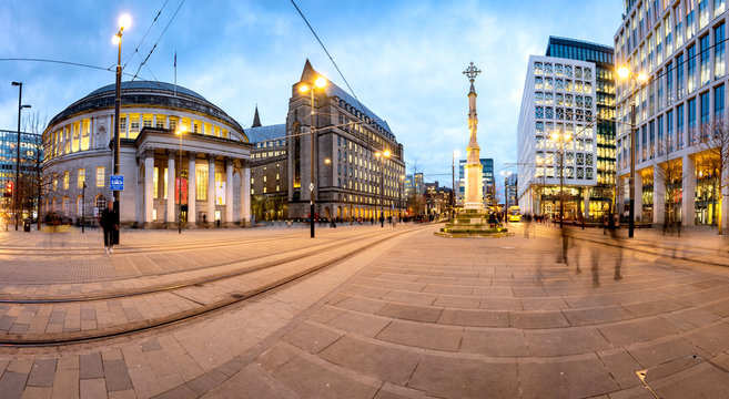 Exterior view of the curved building of the central library of Manchester and war memorial at St Peter's Square, Manchester, England.