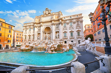 Photo sur Plexiglas Rome Trevi Fountain in Rome, Italy. Ancient fountain. Roman statues at piazza in old medieval city among traditional italian houses and street lamps. Famous landmark. Touristic destination for vacation.