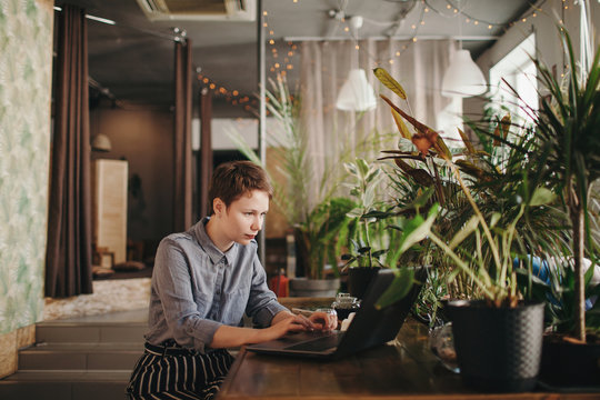 Woman using her laptop at coffee shop