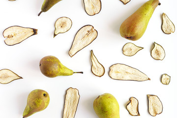 Fototapete - Pear fruit chips, dried fruit, slices. Fruit pattern. Top view, flat layout.