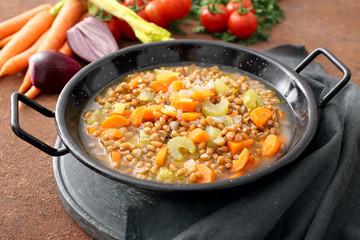 zuppa di farro o grano con sedano e carote
