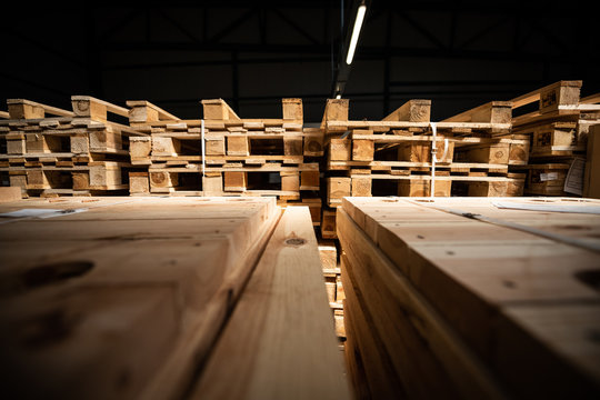 Drewniane palety- magazyn