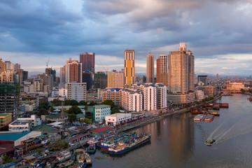 Quelques bâtiments et bateaux à Manille