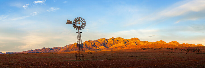 Deurstickers Diepbruine A windmill with the Flinders Ranges behind it in the Australian outback. Flinders Ranges National Park, South Australia, Australia.