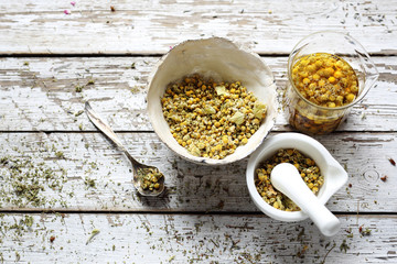 Chamomile herbs, a healthy application of chamomile flowers.